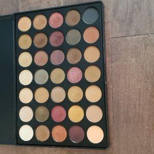 Morphe 35F Eyeshadow Palette.
